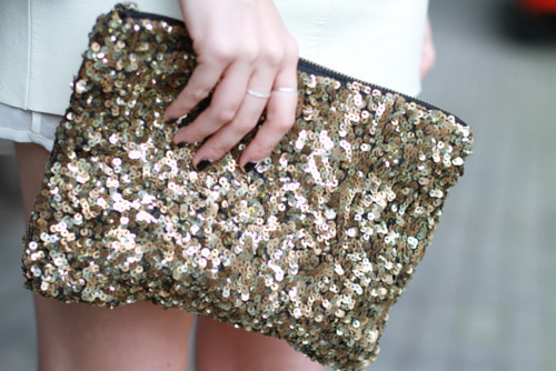 black-clutch-fashion-gold-nails-Favim.com-400307